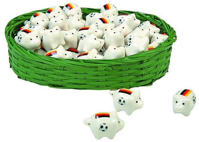 60 Stück Porzellan Mini-Glücksschweinchen  im Fußballdesign